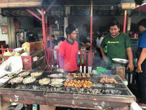 Mencicipi kuliner seafood khas Pantai Jimbaran