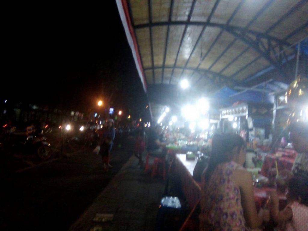 wisata-kuliner-malam-pasar-senggol-gianyar-blingurah